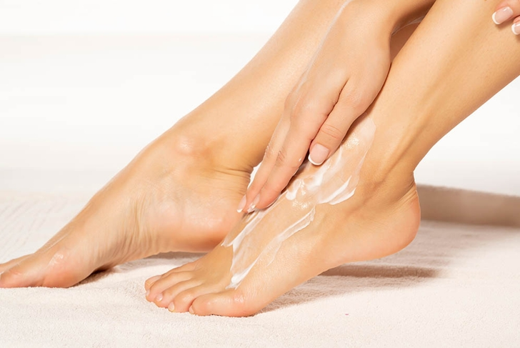 woman feet lotion