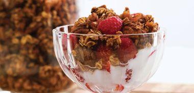 delicious diy granola with raspberries