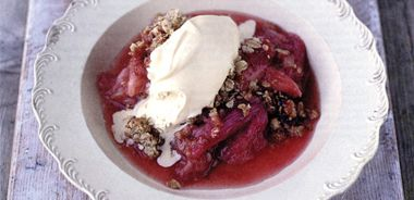 Rhubarb and Sticky Ginger Crumble