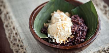 Coconut Custard ( Sangkaya ) with Black Rice Pudding ( Kao Niew Dum )