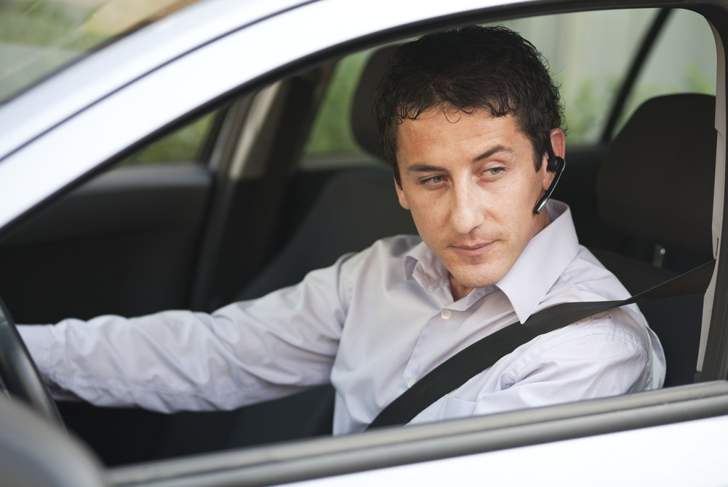 Hands-free Conversation While Driving Challenges the Brain