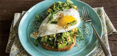 Smashed-Avocado-and-Eggy-Toast-JAYK8448