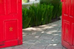 E-news-Mar29-open-red-door_1000x542