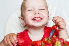 E-news-Mar29-toddler-eats-strawberries_1000x542
