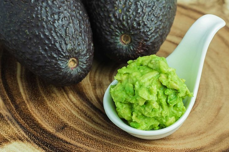 Avocados are a healthy fruit. Contains nutrients that are very beneficial for health.