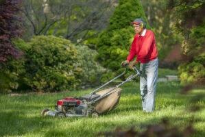 man-mowing-lawn_139298231