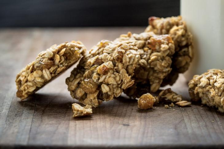 Cardamom-and-Golden-Raisin-Spelt-Cookies-JOEL4239