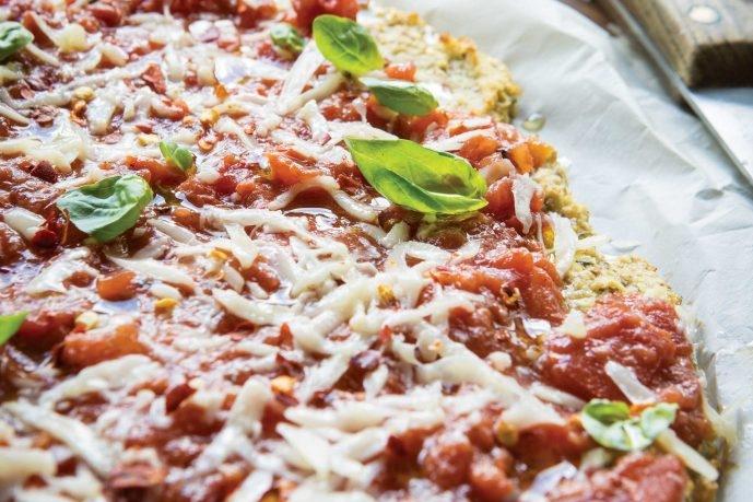 healthy-dinners-gf-rosemary-cauliflower-crust-pizzas