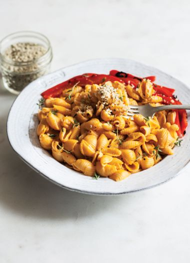 Quick and Easy Vegan Roasted Red Pepper Mac 'n' Cheese