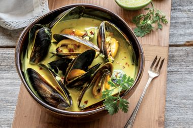 Curry Steamed Mussels