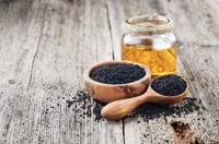 10 Black Seed Oil Benefits for Health and Beauty